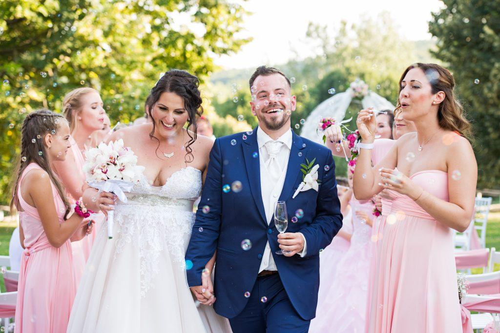 esküvői dekor, esküvő dekoros, menyasszonyi csokor, násztudósítók, vintage dekor, csillagkert budapest, pasztel rózsaszín, elegáns esküvő, blush wedding decor,esküvői grafika