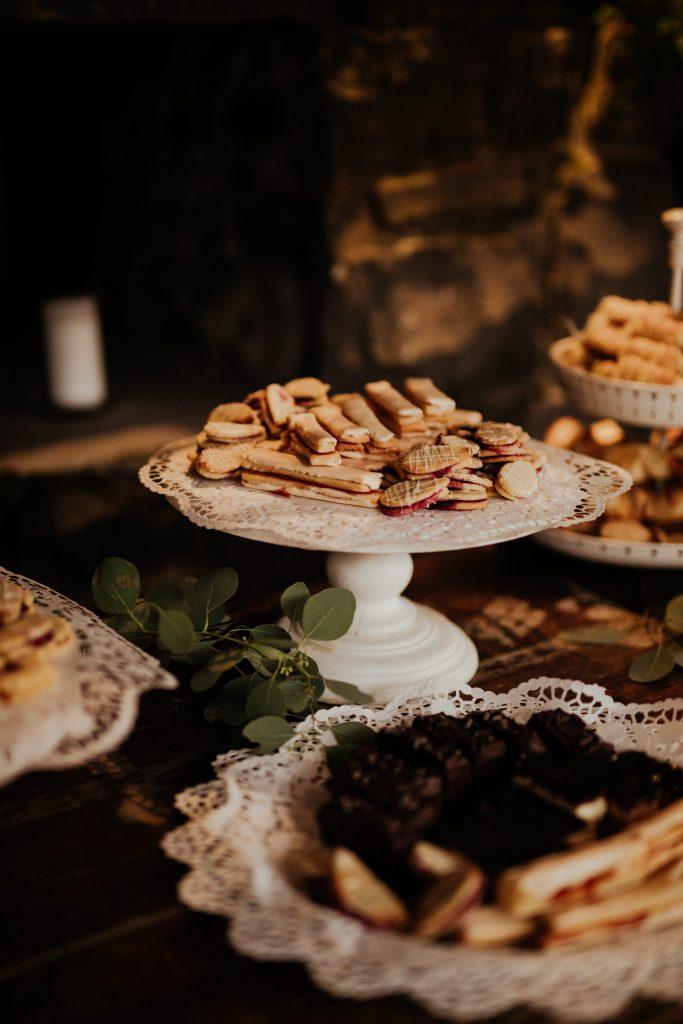 esküvő dekor,,gyűrű, esküvői dekoráció, menyasszonyi ruha, török-bognár reni, renifotó,esküvői fotós,Kisfaludy ház,desszertasztal,esküvői sütemény