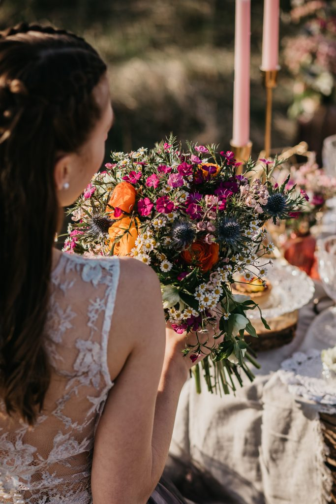 bohém esküvő, rusztikus esküvő, esküvő dekor, Blush Wedding Decor, virdzso photo, esküvői inspiráció, daalarna, Budaörs, piknik inspiráció, esküvő, esküvői ruha, torta, fromjuci, menyasszonyi csokor