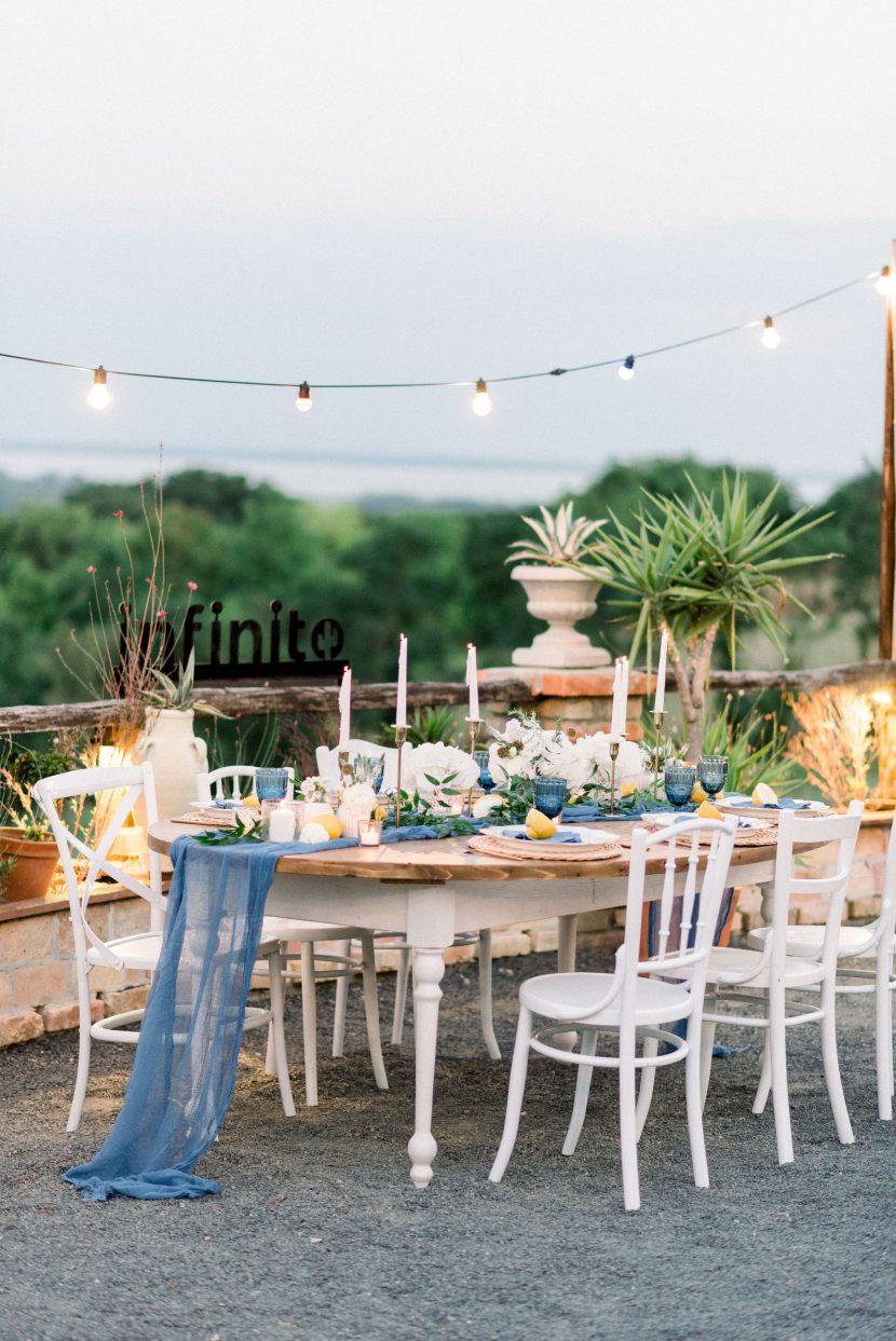 nora sarman,fehér szalon, menyasszonyi ruha, mediterrán kert, egzotikus esküvő, olaszországi esküvő, balaton környéki esküvő, borvidék esküvő, különleges kis esküvő, kis esküvő helyszín, balatoni esküvő