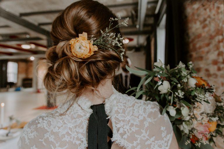 nora sarman, blush wedding decor, menyasszonyi ruha, off kultúrszövőgyár, sophie molnár, esküvő dekor, indusztriális dekor, makramé dísz