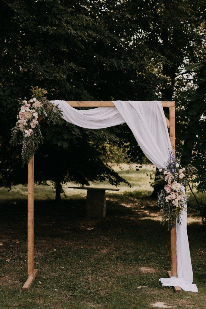 Menyasszonyi csokor, pasztell menyasszonyi csokor,esküvő dekor, pin, vakvarjú csónakház, dunapart esküvő, burgundy dekorác