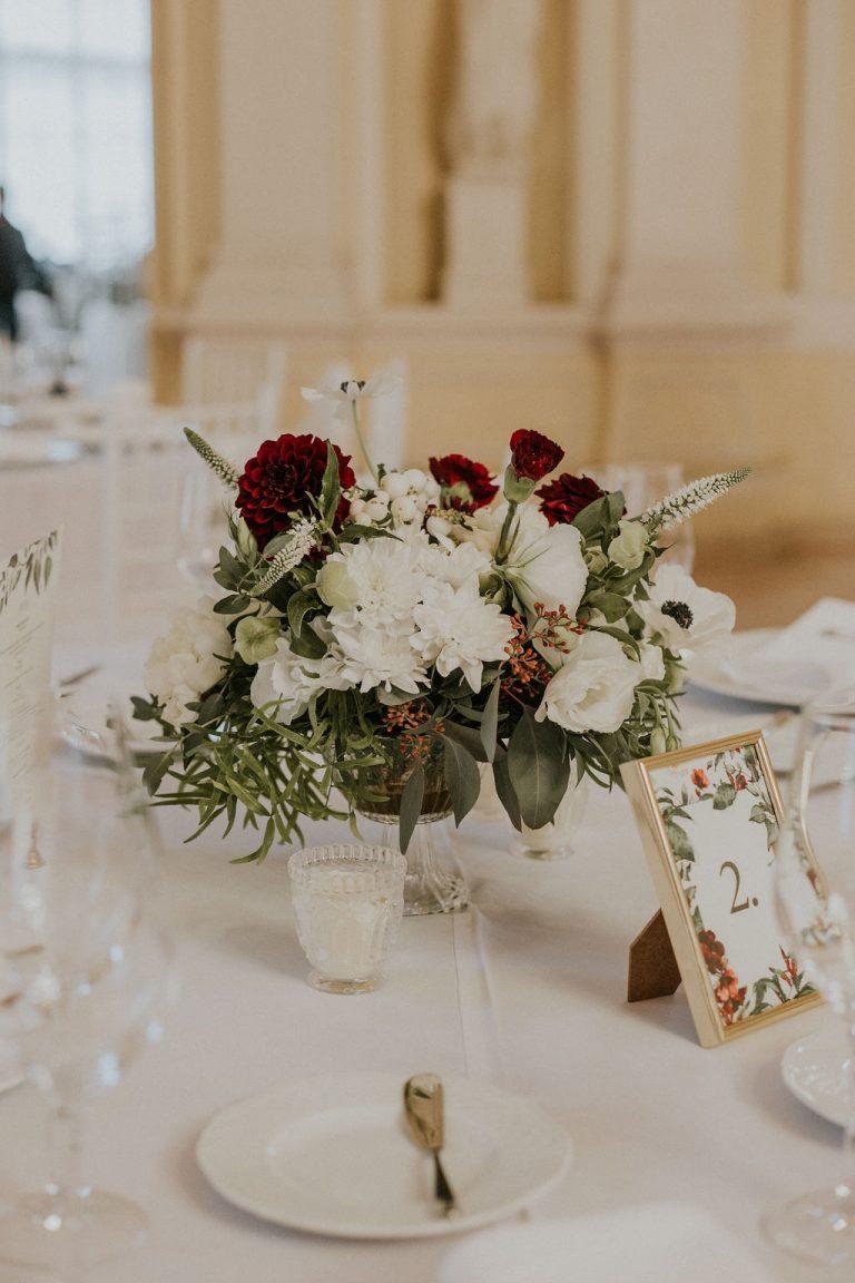 Vajdahunyadvára, esküvő, köszöntő tábla, burgundy esküvő, arany dekor
