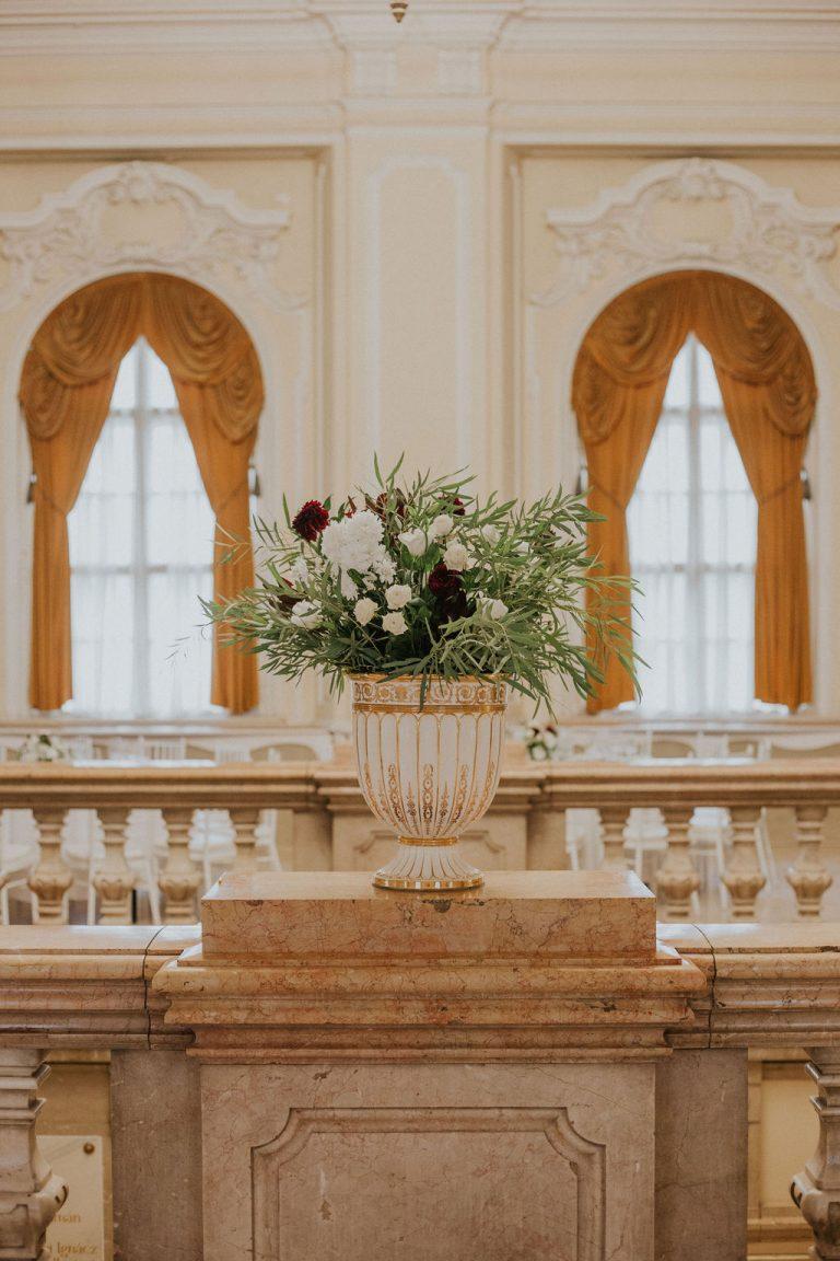 Vajdahunyadvára, esküvő, köszöntő tábla, burgundy esküvő, bucek fabrication, arany dekor