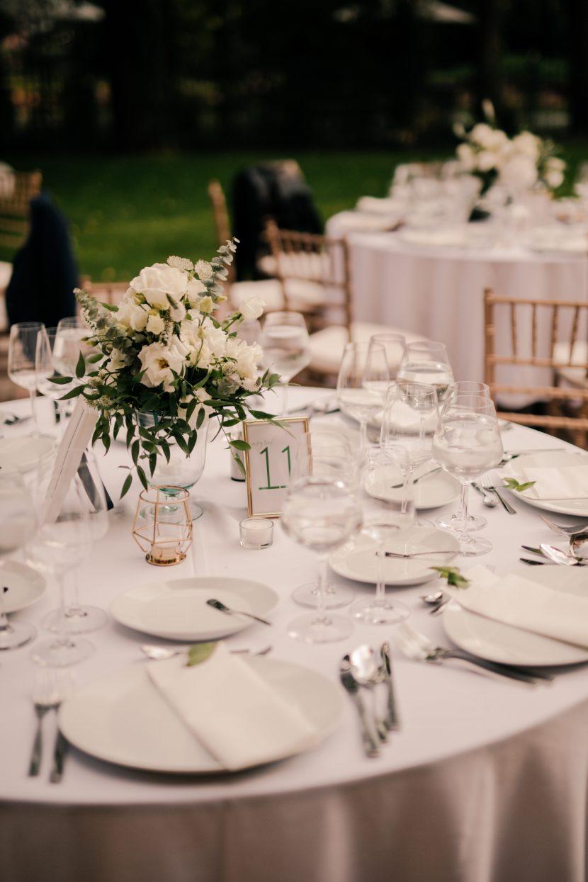 essküvői dekor, Holdudvar Margitsziget, fehér esküvő, menyasszonyi csokor, virág dekorácó,blush wedding decor